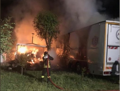 Vigile del fuoco muore a Taranto per spegnere un incendio in un maneggio