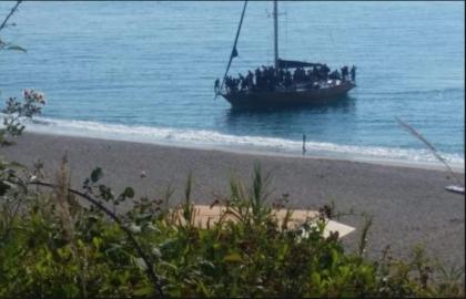 Dov'è finita la chiusura dei porti promessa da Salvini ? 83 migranti pakistani sbarcano a Taranto