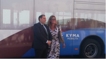 """Ecco la svolta """"epocale""""... delle municipalizzate di Taranto: in fiamme autobus in pieno centro"""
