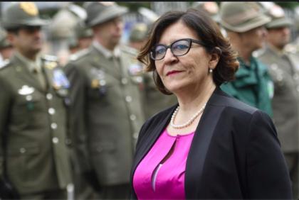 L'ex ministra Trenta e il marito lasciano l'alloggio pubblico. Pagavano 141 euro d'affitto per la casa