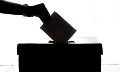 Bari.Voto di scambio  Assunzioni in cambio del voto: escono gli elenchi ed i nomi dei raccomandati di Pisicchio