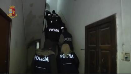 """La Polizia smantella giro di usurai """"casalinghi""""a Taranto"""